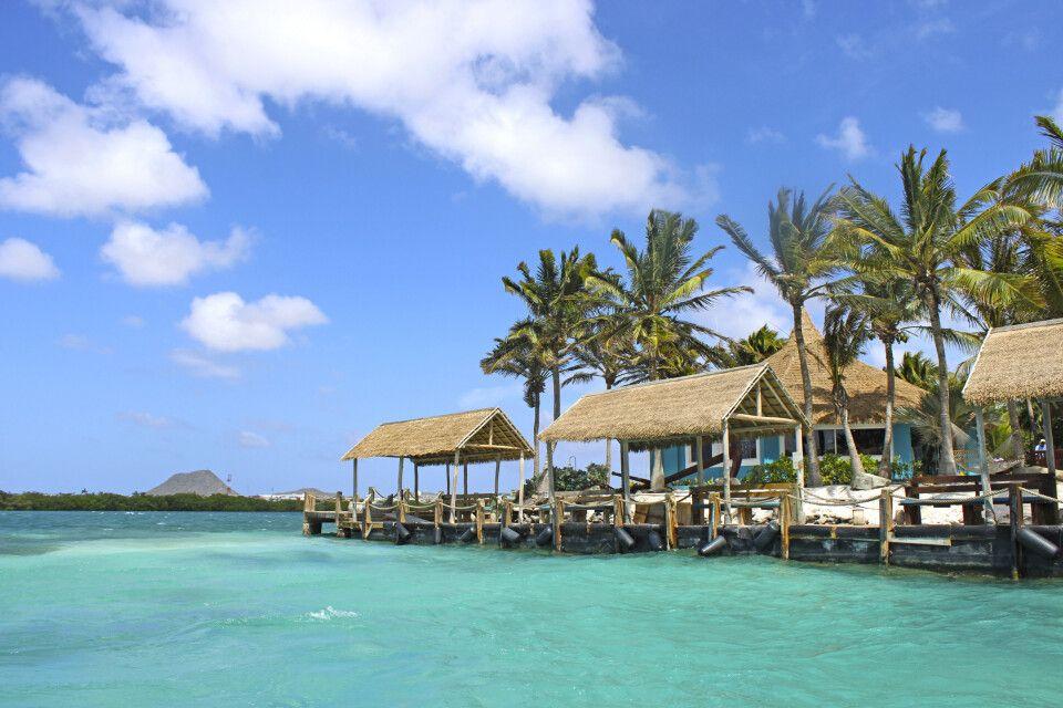 Blick auf die Anlandestellen der Renaissance Private Island