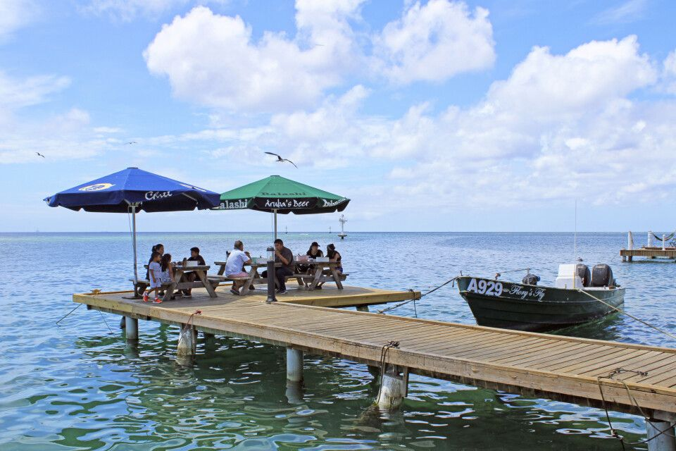 "Den fangfrischen Fisch kann man sich noch direkt am Pier des ""Zeerover"" schmecken lassen"