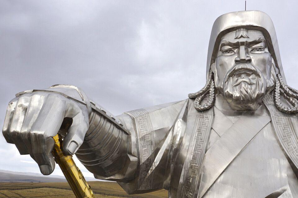 Auge in Auge mit  Dschingis Khan auf der ca. 30m hohen Statue.