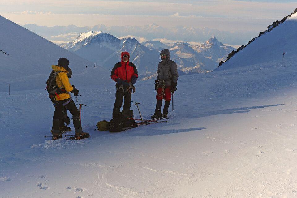Licht und Schatten im Elbrussattel