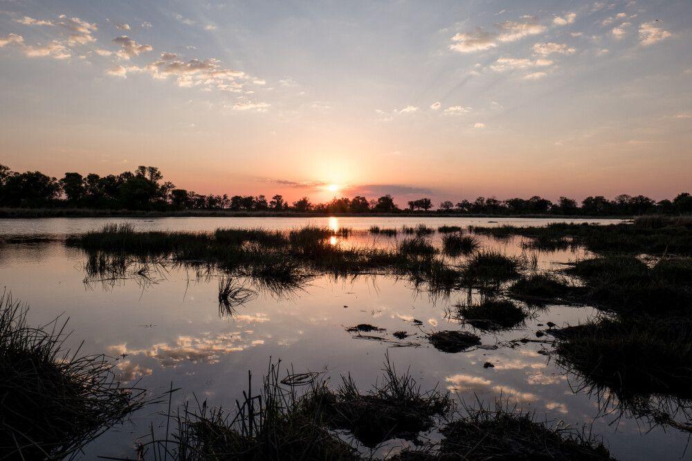 Wasser und Wolken: Sonnenuntergang über dem Okavango-Delta, Kwara Concession