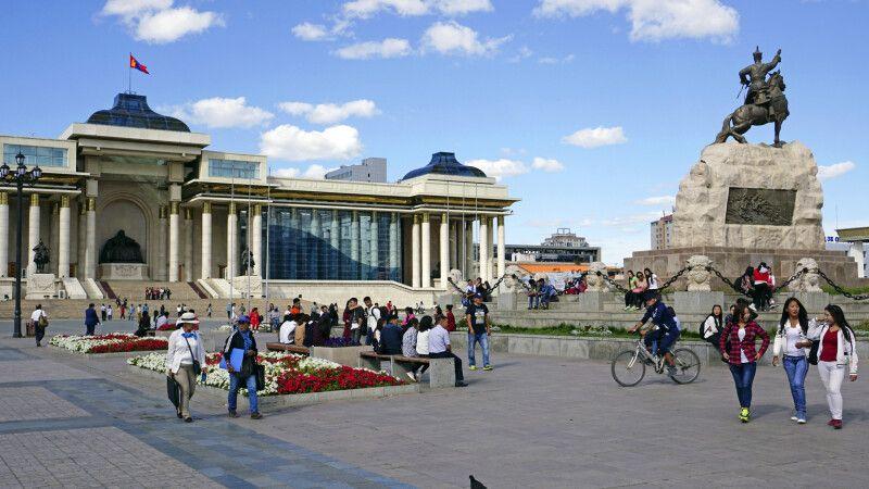 Ulaanbaatar – Sukhbatar Platz © Diamir