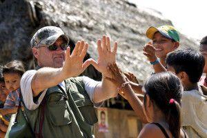 Kontakt zu den EInheimischen auf Exkursion im Regenwald