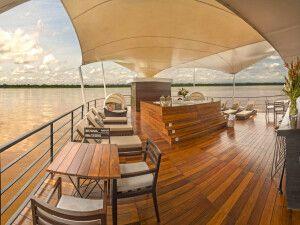 Outdoor Lounge und Sonnendeck auf der M/V Zafiro