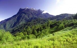 Blick auf den Mount Kinabalu, den höchsten Berg Malaysias (4095 m)