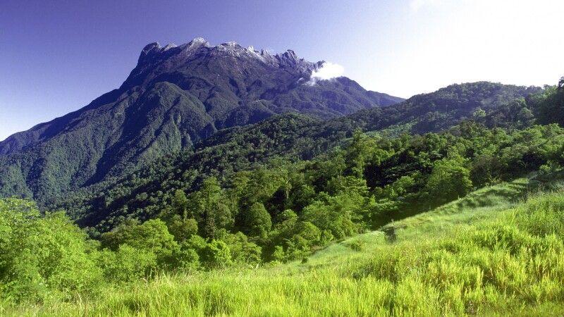 Blick auf den Mount Kinabalu, den höchsten Berg Malaysias (4095 m) © Diamir