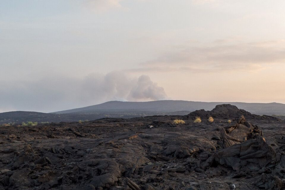über Vulkangestein zum Vulkan Erta Ale