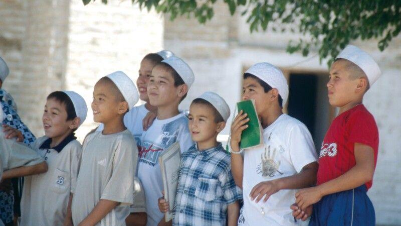 Junge Koranschüler staunen © Diamir