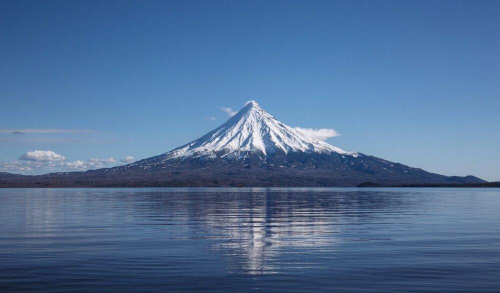 Kronotsky-See und Vulkan
