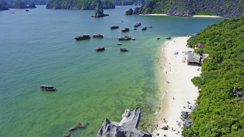 Strand in der Halonbucht © Diamir