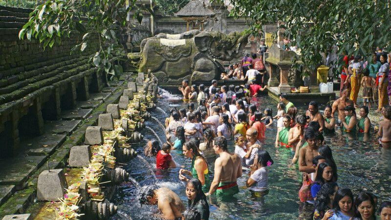 Reinigungszeremonie im Tempel Tirta Empul © Diamir