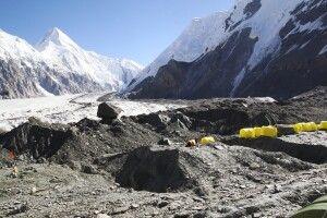 Inyltschek-Gletscher mit Lager