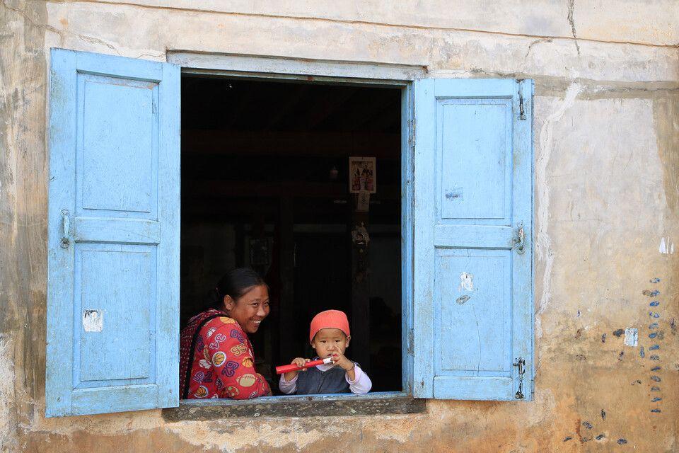 Im Dorf Pinnabi bei den Angehörigen der Padaung