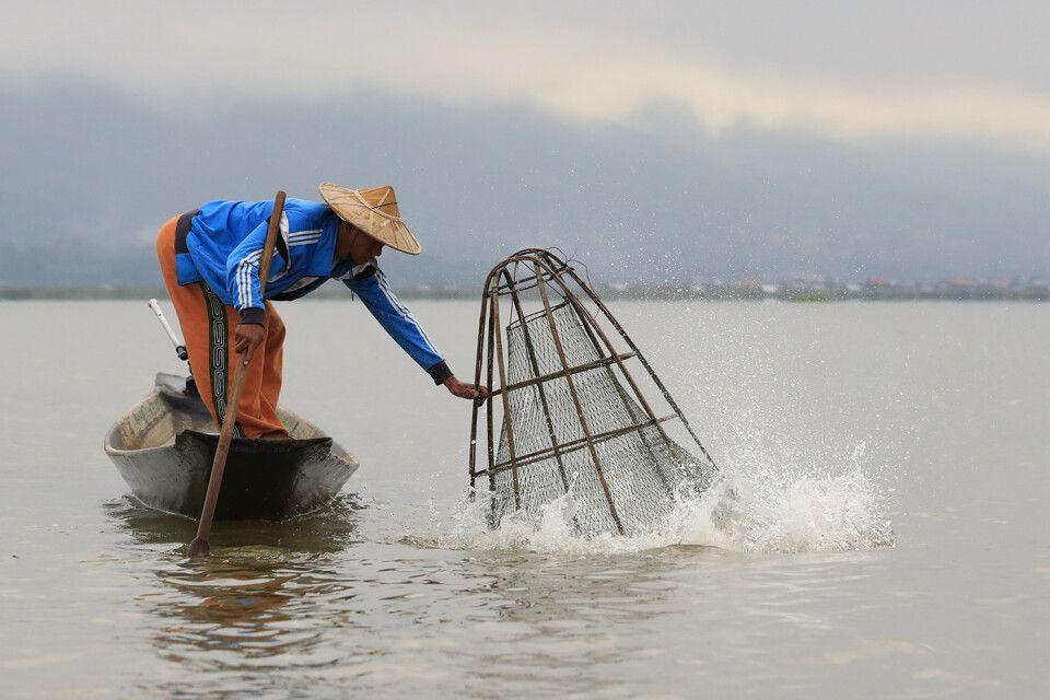 Fischer mit Reuse auf dem Inle-See