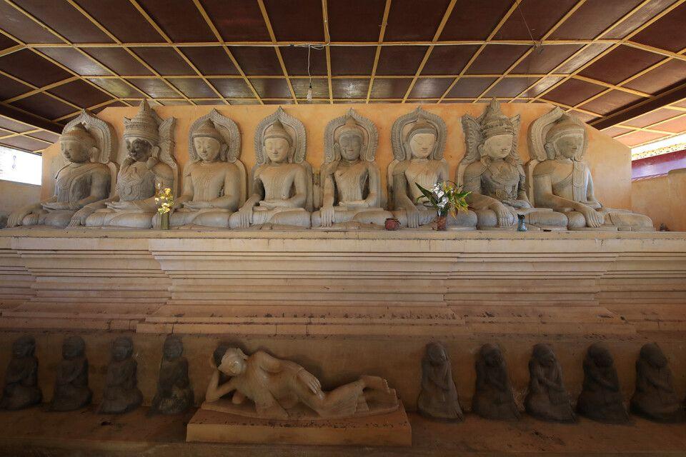 Buddhas im Pagodenfeld