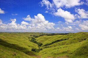 Traumhafte Aussicht über die Hügellandschaft Sumbas