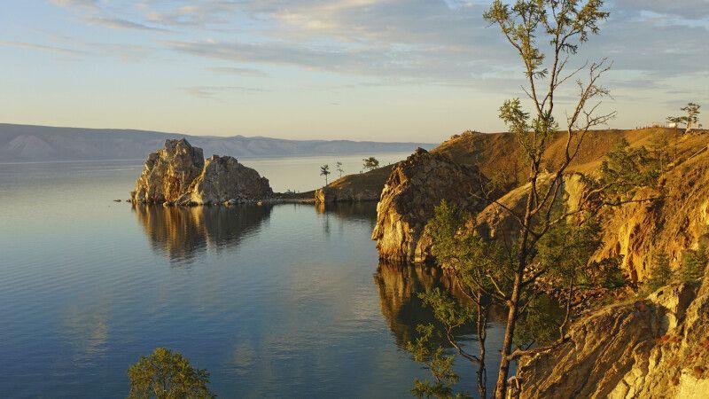 Baikalsee mit Schamanenfelsen © Diamir