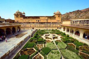 Garten der Festung Amber bei Jaipur