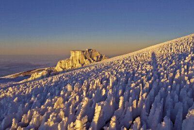 Bizarre Eisformationen auf dem letzten Stück zum Gipfel