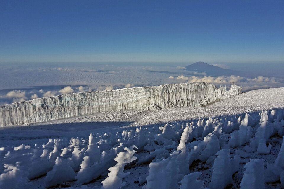 Blick auf Gletscher und zum Mount Meru