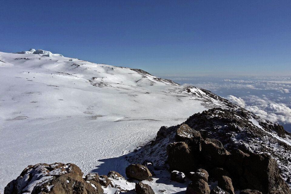 Blick vom Gilmans Point auf die Eisfelder am Krater