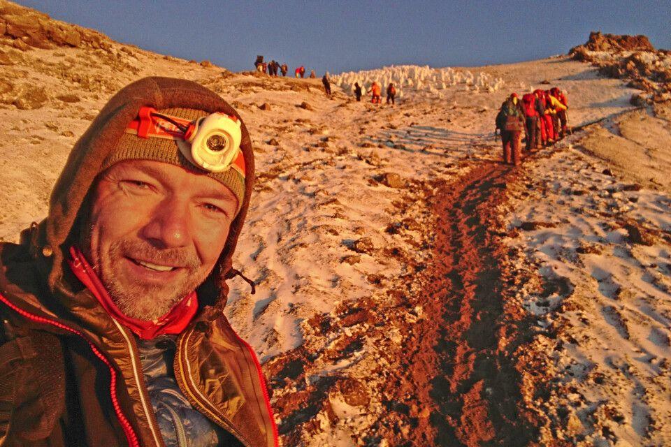 Reiseleiter Tilo kurz vor dem Stella Point am Kilimanjaro