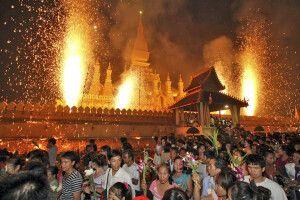 Feuerwerk zum That Luang Festival