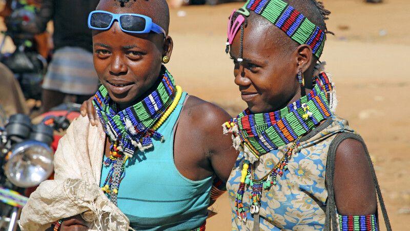 Junge Hamer-Mädchen auf dem Markt in Dimeka © Diamir