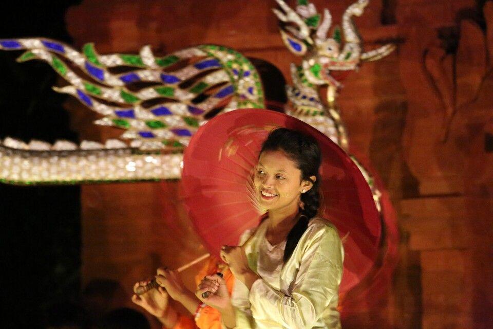 Abendshow in Bagan