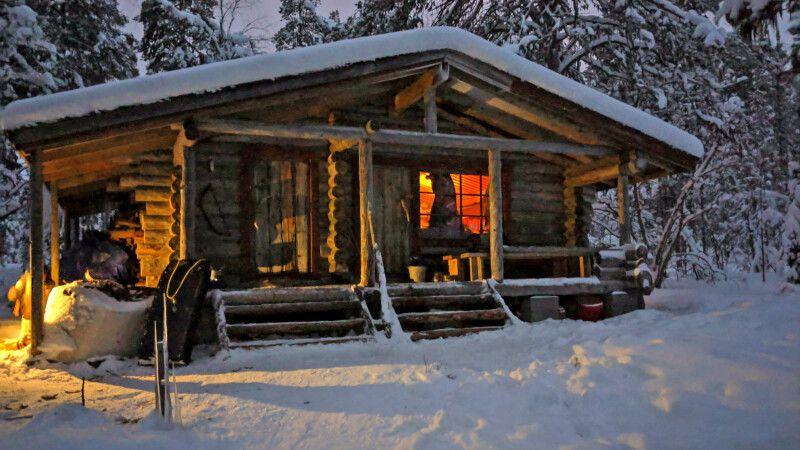 Urige finnische Wanderhütte © Diamir