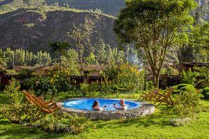 Entspannung im Pool in wundervoller Umgebung in der Lamay Lodge