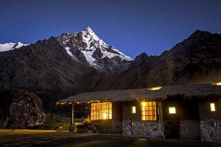 Blaue Stunde über der Wayra Lodge