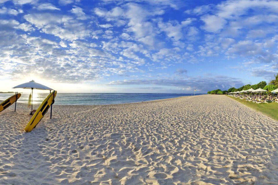 Feiner Sandstrand am Ayodya Resort auf Bali