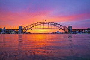 Sonnenaufgang über der Harbour Bridge in Sydney
