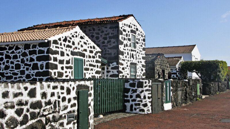 Typische Pico-Häuser aus Vulkanstein © Diamir