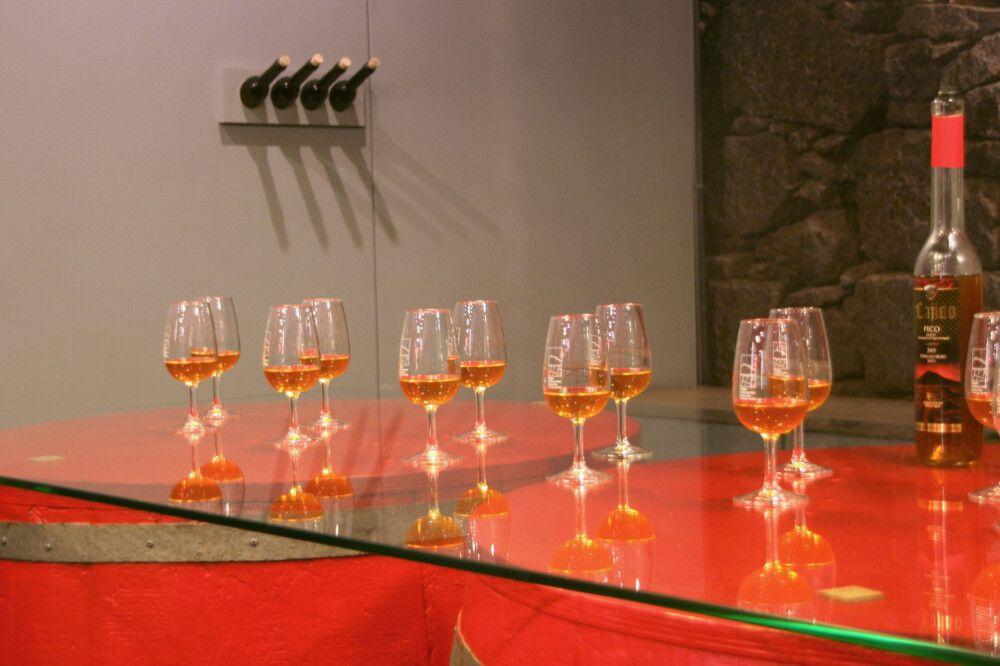 Gehört zu jeder Azorenreise: Verkostung von Pico-Wein