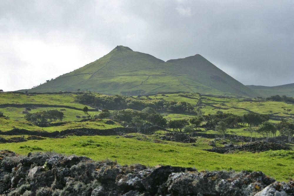 Einer der vielen Vulkankrater auf Pico