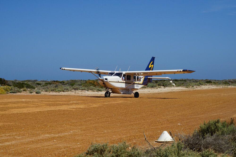 Mit dem Kleinflugzeug ging es auf die Abrolhos Islands.