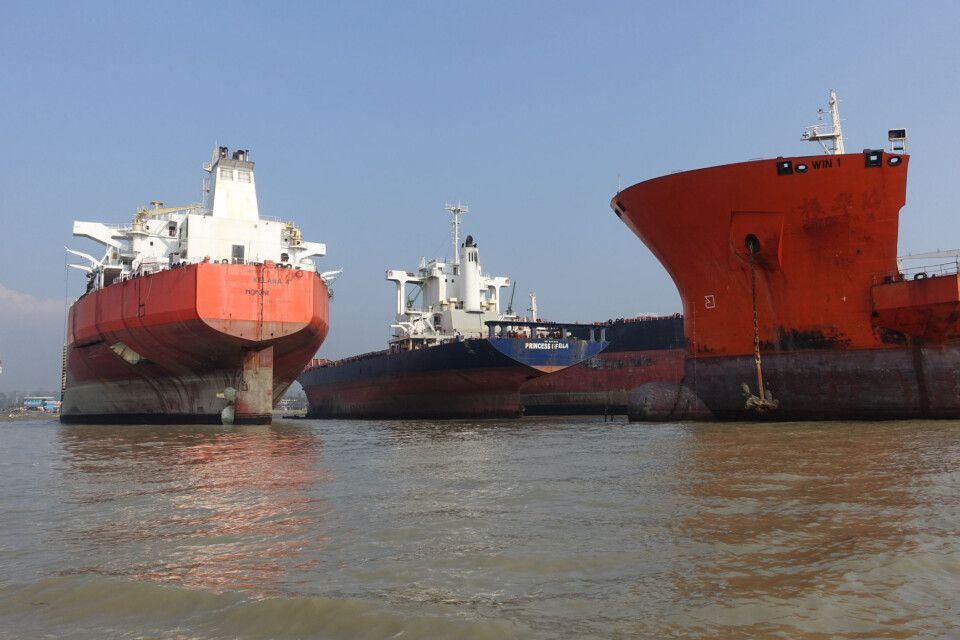 Schiffe in der Abwrackwerft von Chittagong
