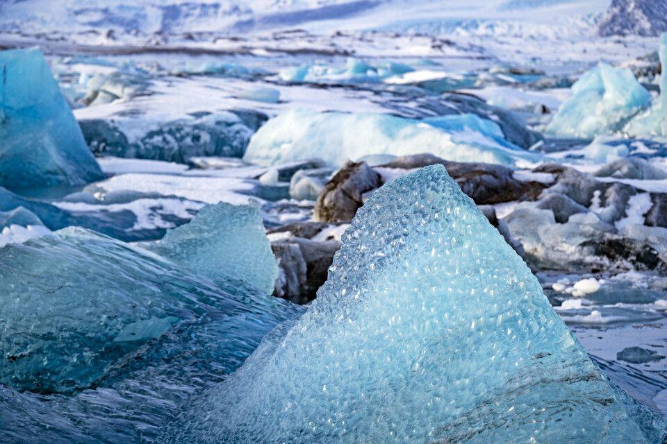 Leuchtende Eisberge bei Jökulsarlon