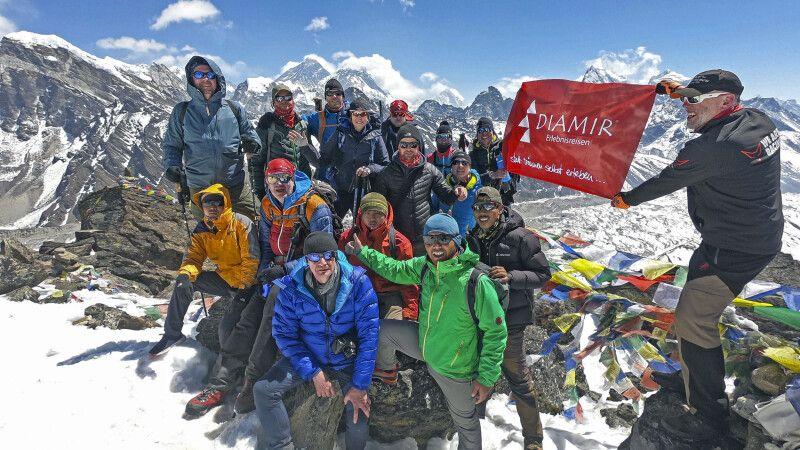 DIAMIR-Reisegruppe beim Gipfelerfolg am Gokyo Ri © Diamir