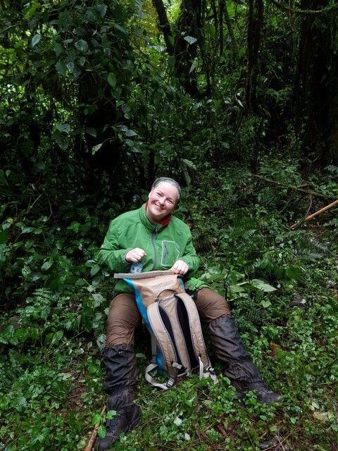 Anja Bielke beim Gorilla-Tracking in Uganda