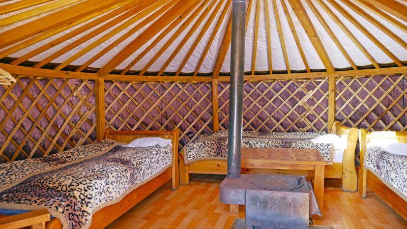 Mongolische Jurte Innenansicht © Diamir