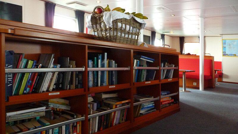Die kleine, aber feine Polarbibliothek der Ortelilus © Diamir