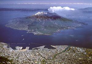 Kagoshima am südlichten Punkt der Hauptinsel Kyusu aus der Vogelperspektive