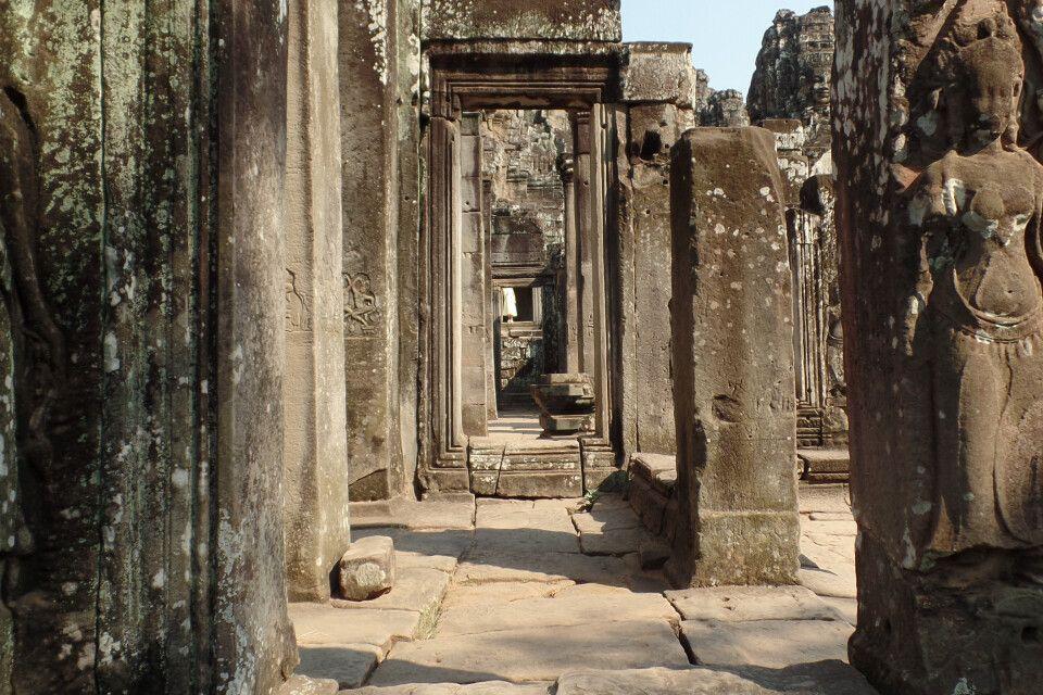 Auf geheimen Wegen durch Angkor