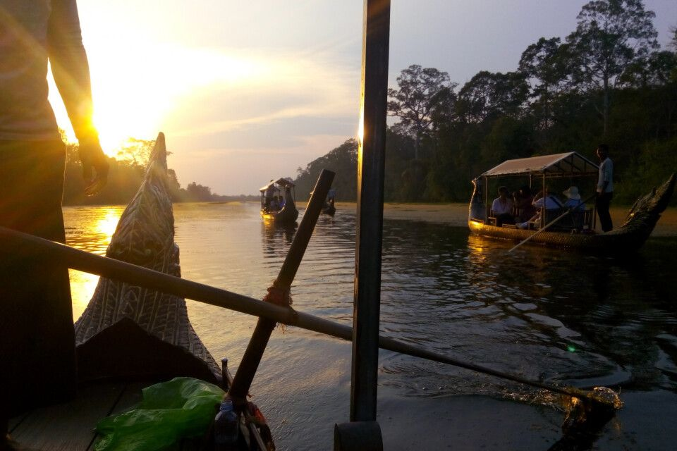 Fahrt zum Sonnenuntergang auf einem Kong-Kear-Boot über den Prasat Chhrong in Angkor