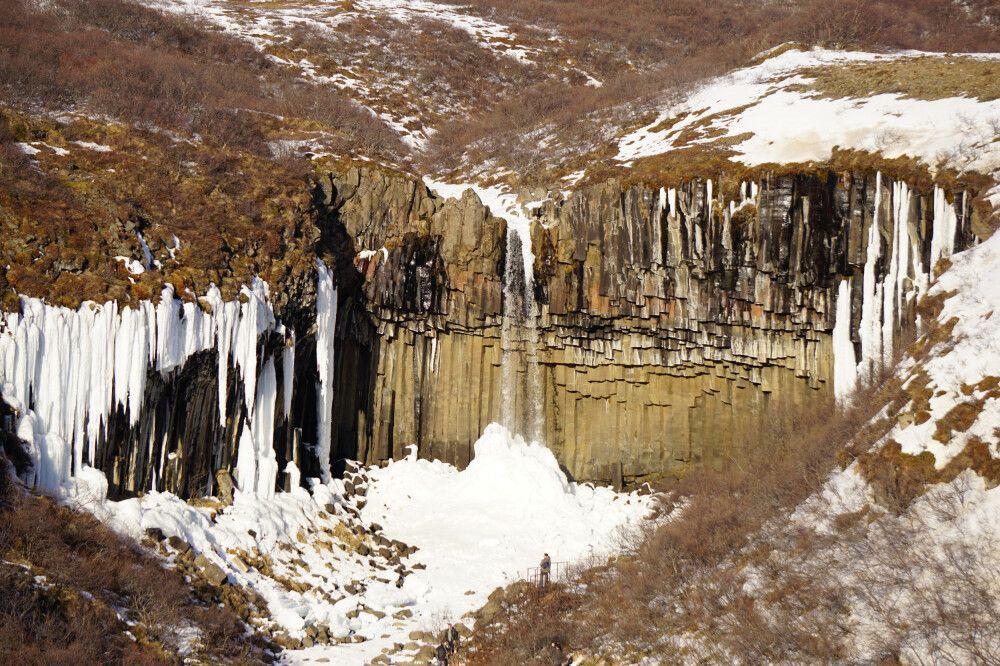 Das bekannte Fotomotiv Svartifoss, eingesäumt von Basaltsäulen