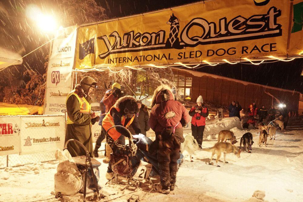 Die ersten Quest-Musher in Dawson City