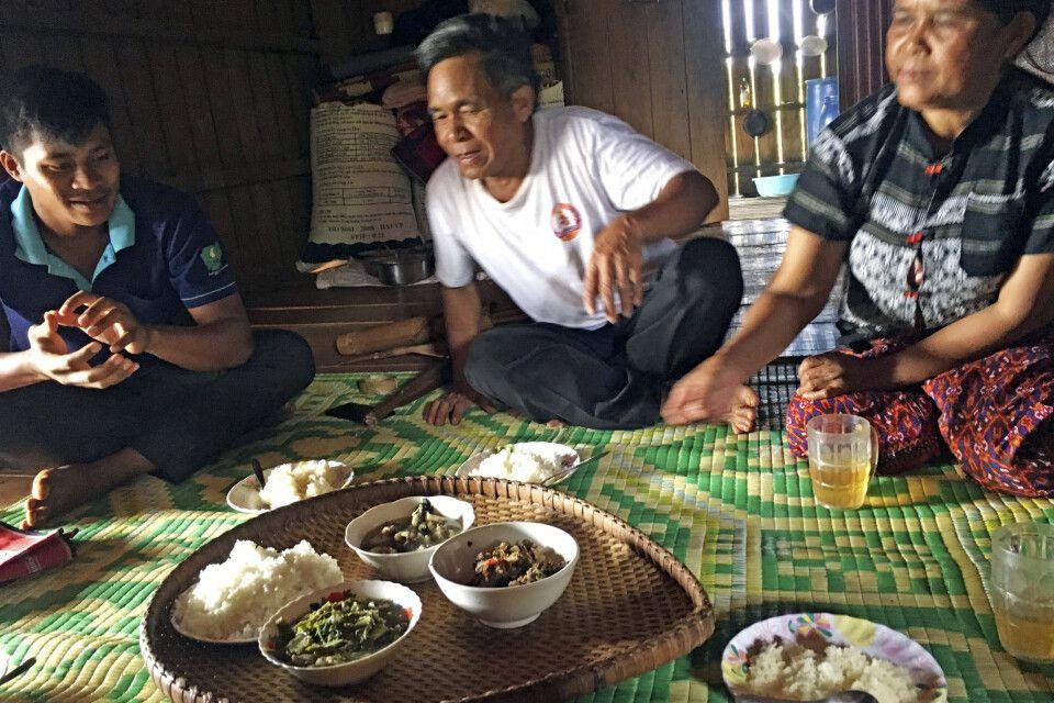 Mittagessen mit den Vertretern der Volksgruppe der Jarai in Ratanakiri